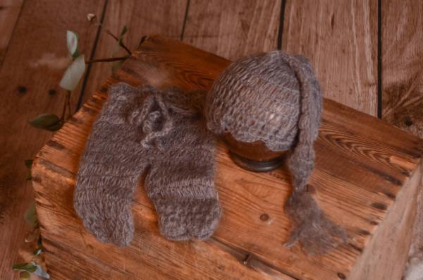 Completo di angora pantalone e berretto lungo grigio scuro