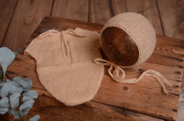 Justaucorps en mohair et bonnet beige