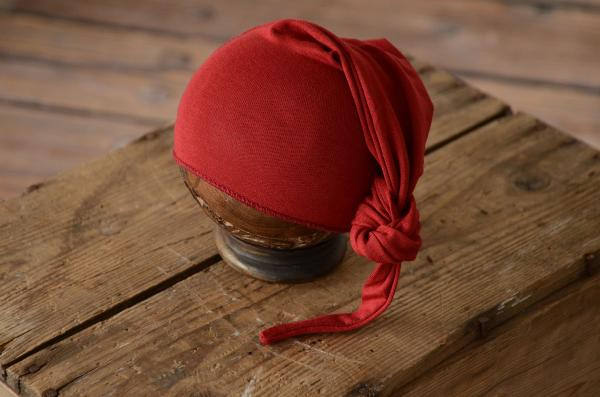 Red wine long stitch hat with knot