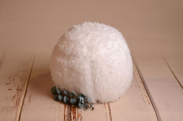 White cover for multiposition puff with feathers