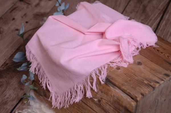 Tejido con flecos rosa bebé