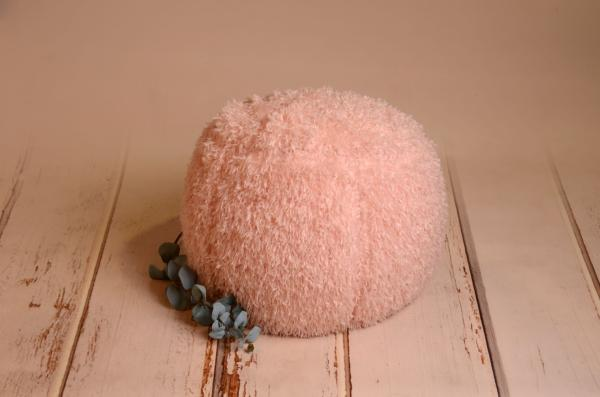 Pink cover for multiposition puff with feathers