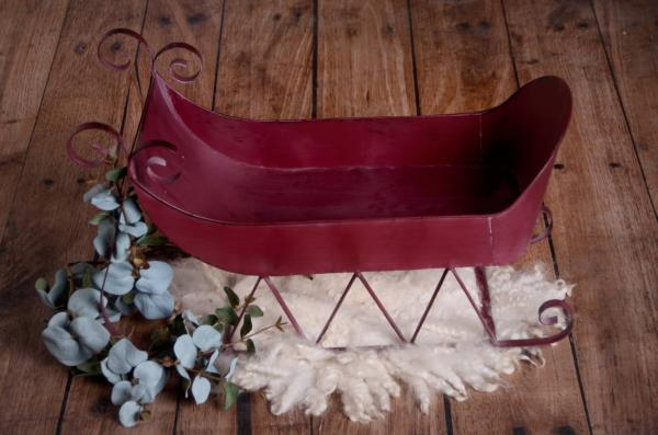 Burgundy small metal sleigh 57 cm