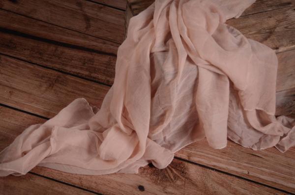 Wrap aus Musselin in staubiges Rosa