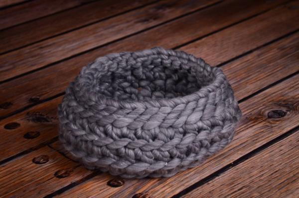 Panier en laine tressée gris foncé