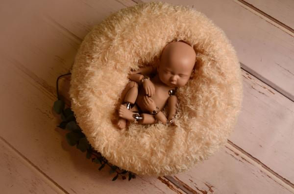 Multiposition puff with beige cover with feathers