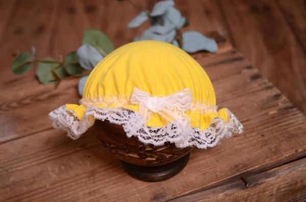 White and yellow bath hat