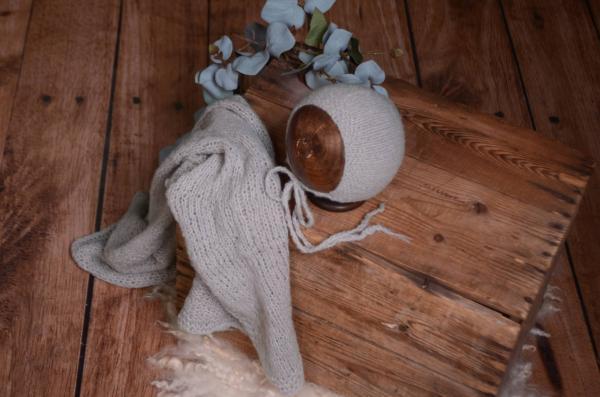 Set Wrap aus glatter Angora mit Mütze in Grau