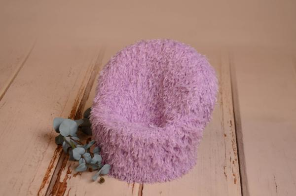 Armchair with lilac cover with feathers