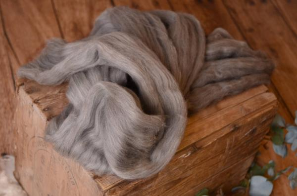 Grey combed wool