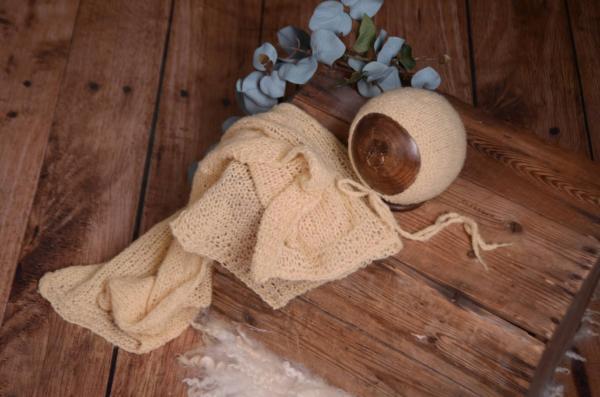 Set Wrap aus glatter Angora mit Mütze in Hellgelb