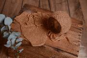 Body in angora con berretto marrone terra