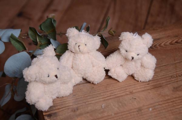 Pack three off-white bears