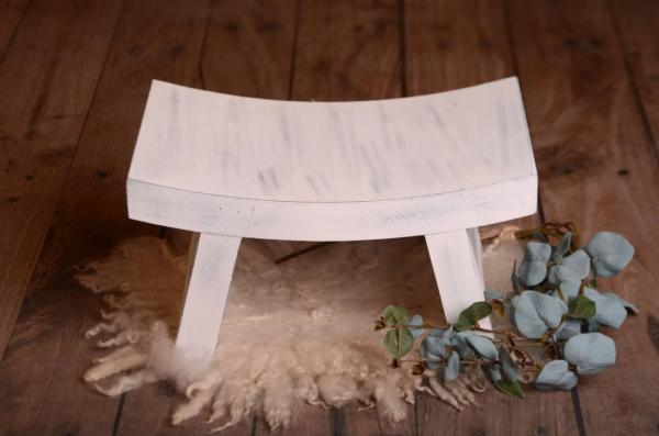 White rustic curved bench 45 cm