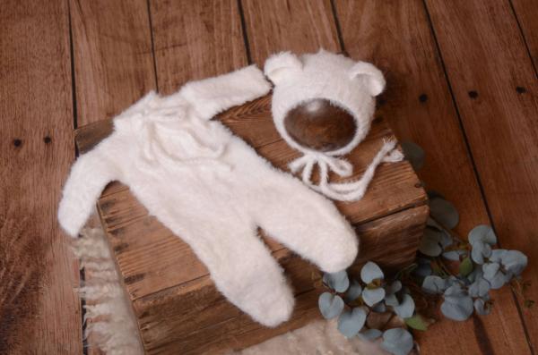 Pyjama et bonnet en poils blanc