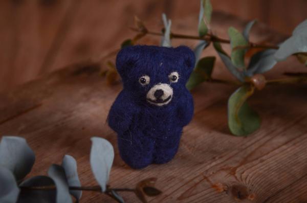 Petit ours en peluche bleu foncé 9 cm