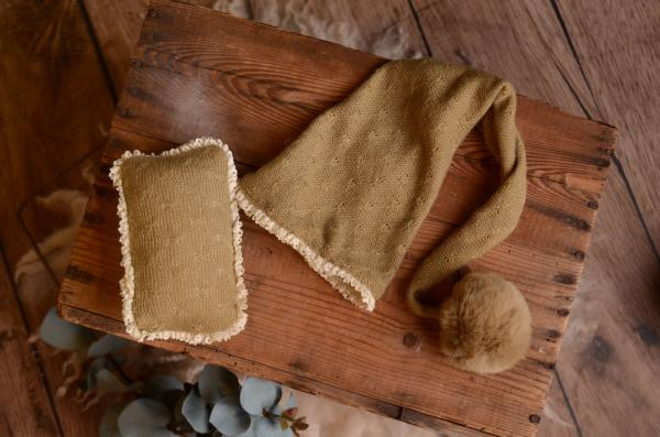 Khaki long hat with pompom and minipillow