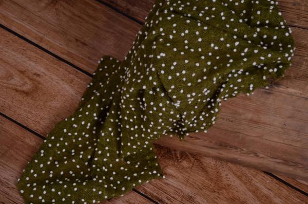 Wrap mit kleinen Bommeln in Olivgrün