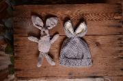 Mütze mit Kaninchen Öhrchen und Plüschtier in Hellgrau
