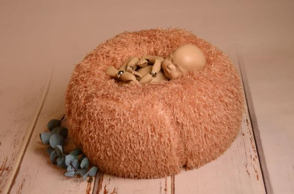 Multiposition puff with salmon cover with feathers