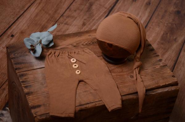 Pack de pantalón y gorro largo de punto con nudo caqui