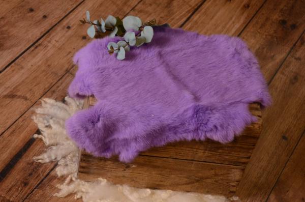 Tissu en fourrure lilas