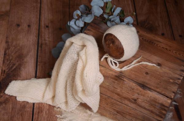Set Wrap aus glatter Angora mit Mütze in Cremeweiß