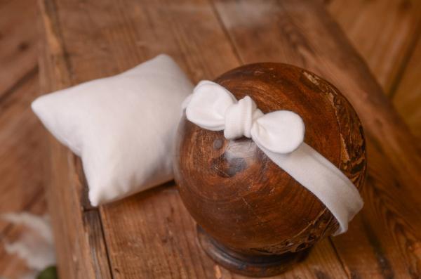 Stirnband mit kleinem Kissen in Weiß