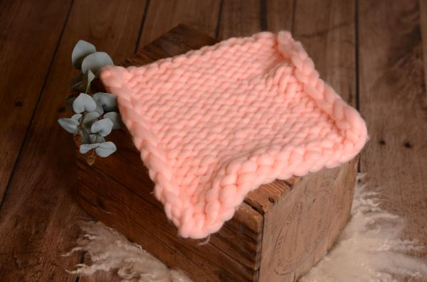 Light pink small plaited blanket