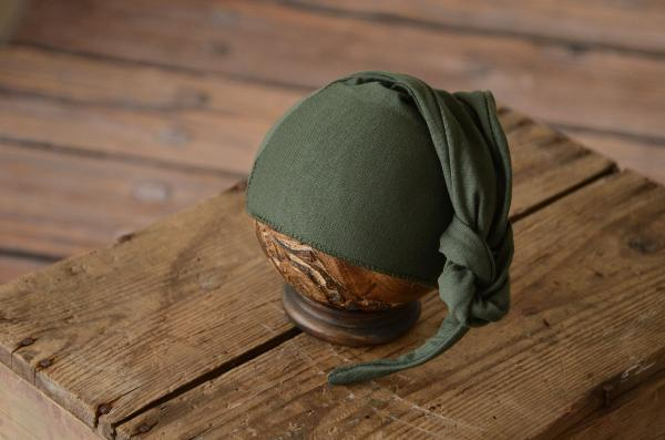 Bottle green long stitch hat with knot