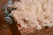 White loose wool