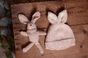 Bonnet avec oreilles de lapin et peluche beige