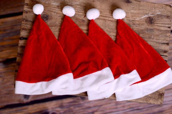 Set vier Weihnachtsmannmützen für Newborn