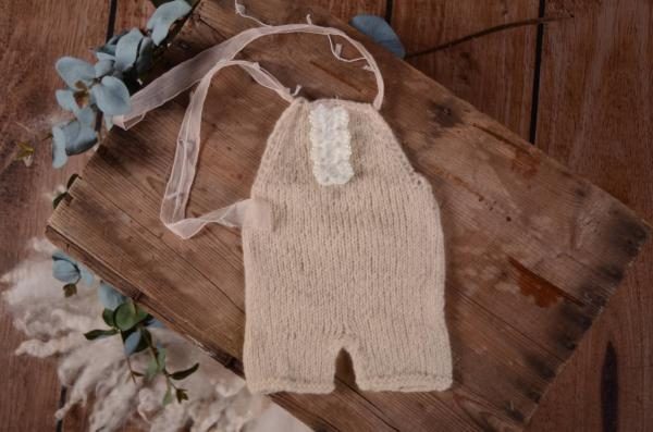 Beige mohair short dungaree with bow and pearls