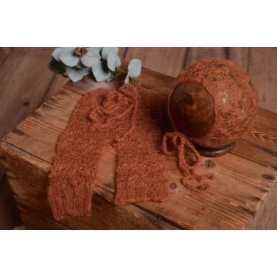 Completo di angora pantalone e berretto perforato terra di Siena