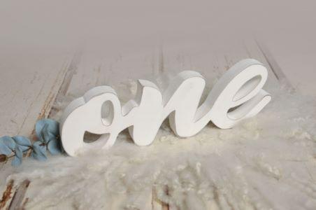 Letras one blanco