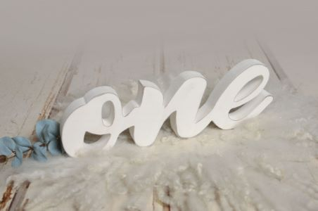 Scritta one bianco