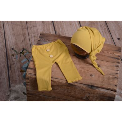Pack mustard smooth trousers and long hat