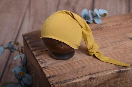 Strickmütze mit Knoten in Senffarbe
