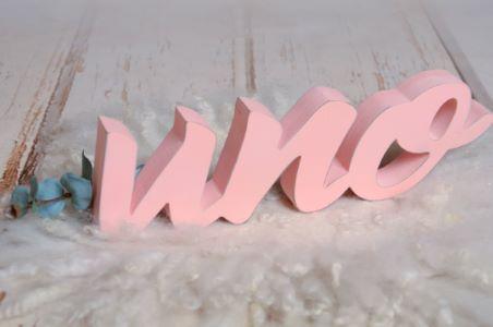 Letras uno rosa