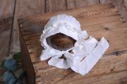 Haube aus Stoff in Weiß