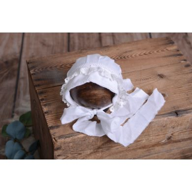 White fabric bonnet