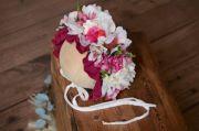 Blütenhaube für Baby in Bounganville und Weiß