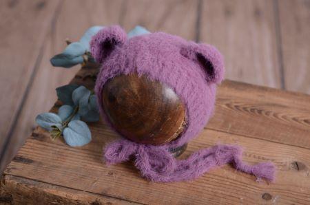 Mütze mit kleinen Ohren aus Pelzstoff - dunkel malvenfarbig