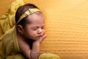 Yellow floral headdress - Model 3