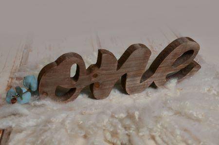 Letras one marrón