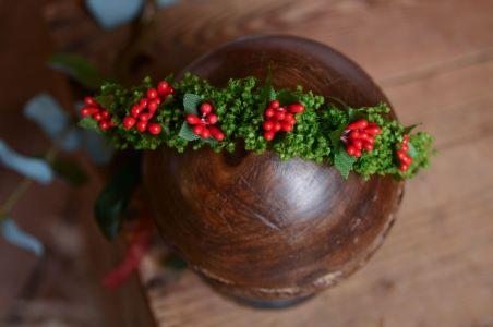 Kranz mit Blumen und Weihnachtsmotiven