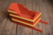 Fehlerhafter vintage Schlitten in Rot und Gelb