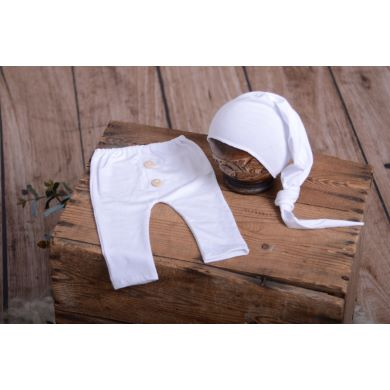 Pack white smooth trousers and long hat