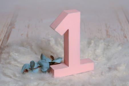 Número uno rosa